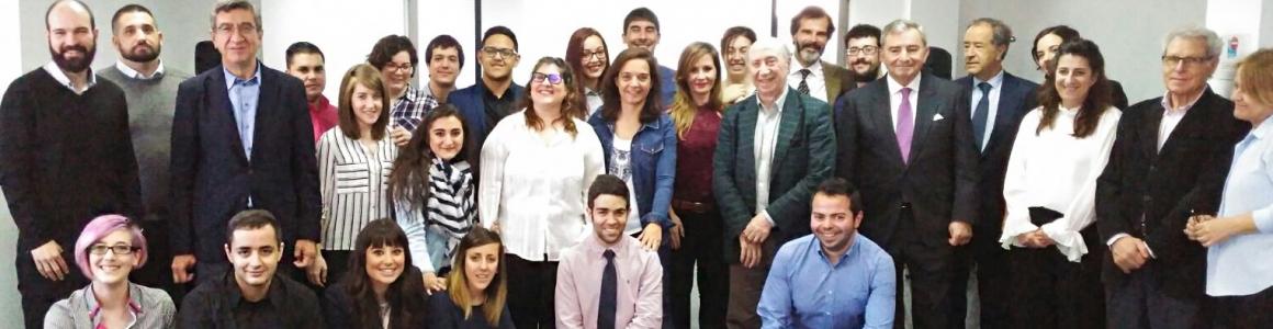 """Una veintena de jóvenes de Getafe prepara su salida  al mercado laboral en el programa pionero """"20 + Tú"""""""
